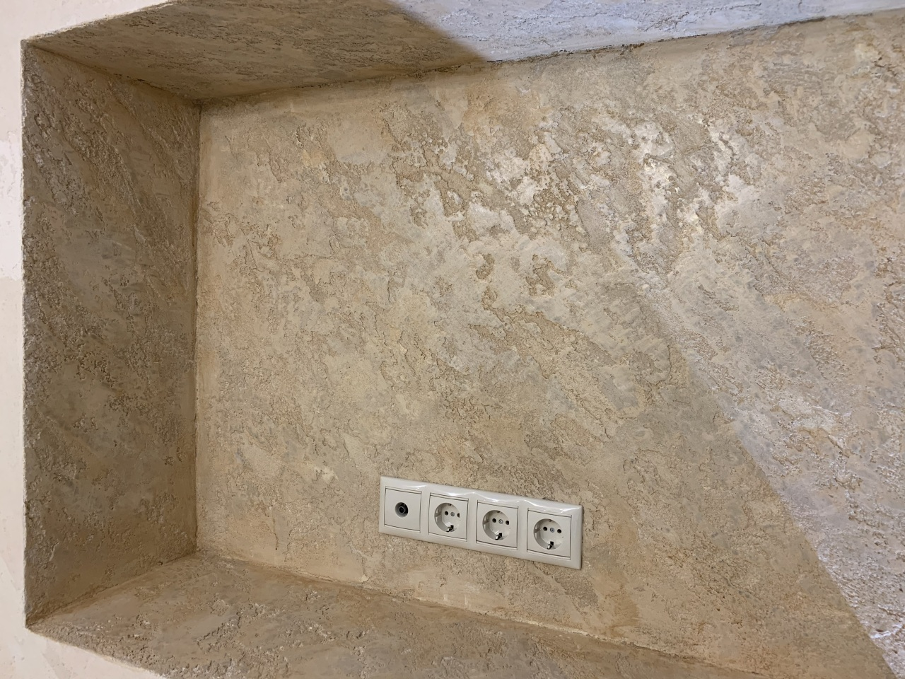 Арка, верх камина, ниша , Новороссийск - Travertino(grosso) + Venexian + Cera d'Arte Neutro
